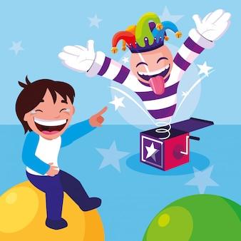 Niño feliz con sombrero joker y tarjeta sorpresa día de los inocentes