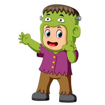 Niño frankenstein de dibujos animados