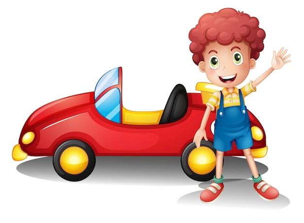 Un niño frente a un auto rojo