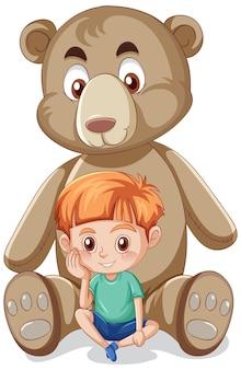 Niño con gran oso de peluche sobre fondo blanco.