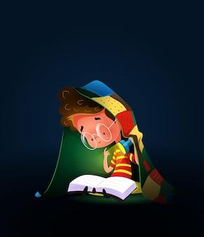 Niño leyendo libro con antorcha bajo edredón