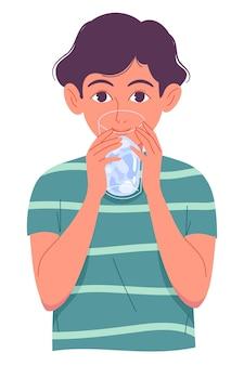 Niño lindo bebiendo agua de vidrio sobre fondo blanco.