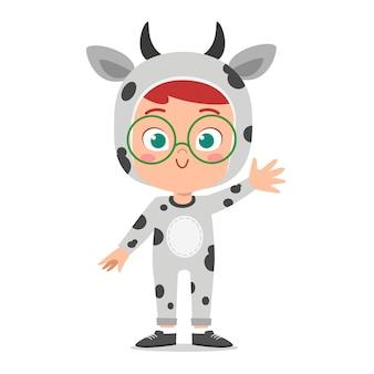 Niño lindo feliz usar traje de fiesta animal