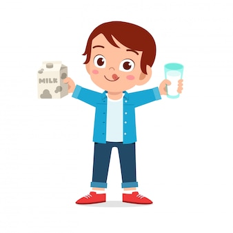 Niño lindo niño feliz beber leche fresca