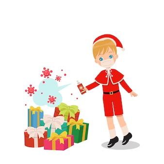 Niño con máscara y traje de navidad. concepto de proceso de desinfección de regalo de navidad.