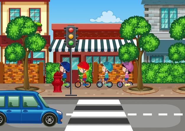 Niño montando bicicleta en la ciudad