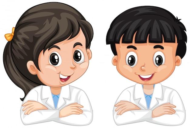 Niño y niña en bata de ciencia aislado