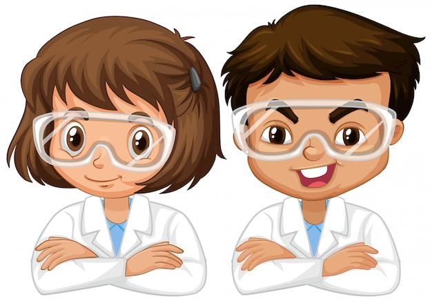 Niño y niña en bata de ciencia en blanco