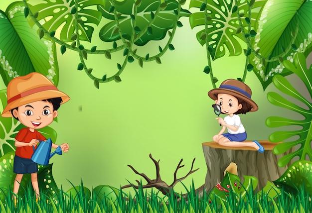 Niño y niña, en el jardín