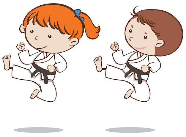 Niño y niña jugando karate