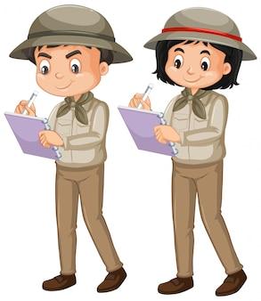 Niño y niña en traje de safari en blanco