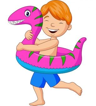 Niño pequeño de dibujos animados con anillo inflable