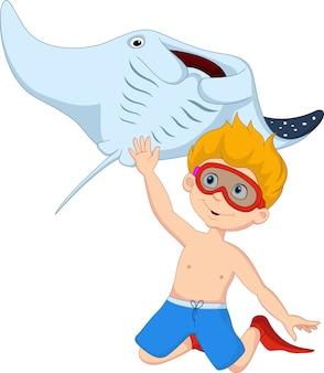 Niño pequeño de dibujos animados de buceo con raya