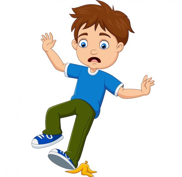 Niño pequeño de dibujos animados deslizarse sobre una cáscara de plátano