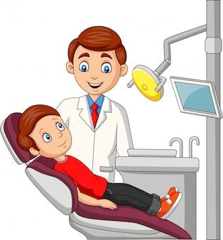 Niño pequeño de dibujos animados en la oficina del dentista