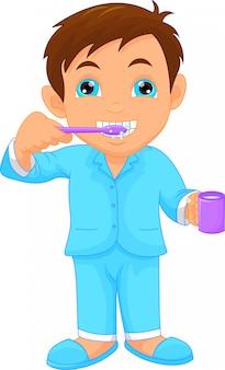 Niño pequeño lindo cepillarse los dientes