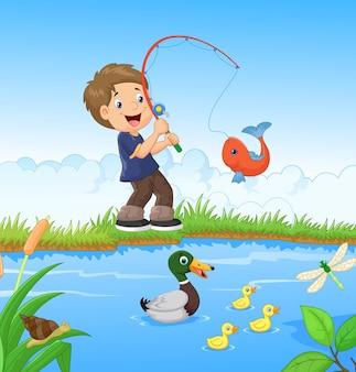 Niño pequeño de pesca