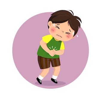 Niño pequeño que sufre de dolor de estómago
