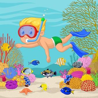 Niño pequeño snorkeling