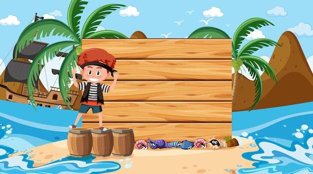 Niño pirata en la escena diurna de la playa con una plantilla de banner vacía