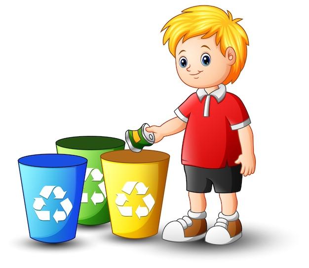 Niño poniendo aluminio en papelera de reciclaje