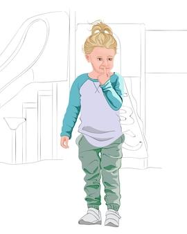 Niño rubio pensativo en camiseta azul claro y blanca, pantalón verde pastel y zapatillas blancas