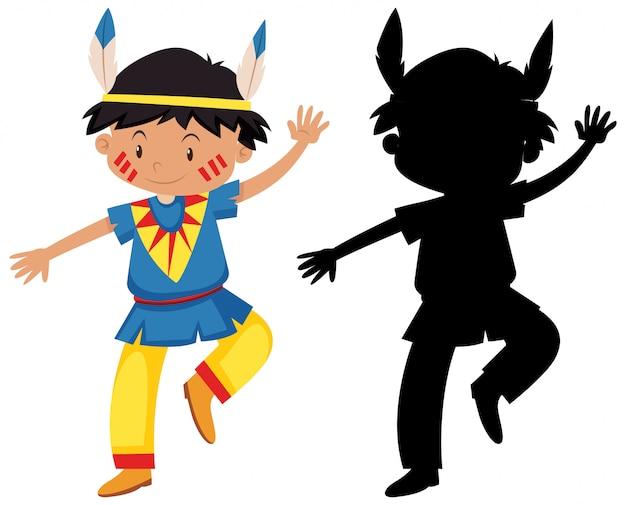 Niño en traje de nativos americanos con su silueta