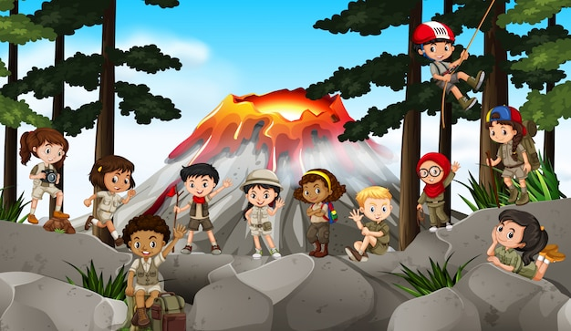 Niños acampando en el bosque