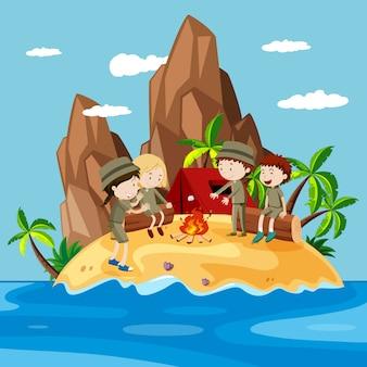 Niños acampando en la isla.