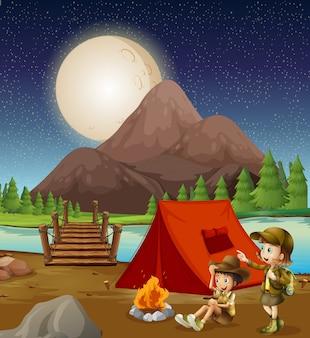 Niños acampando en la naturaleza.