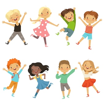 Niños activos en diferentes poses de acción.