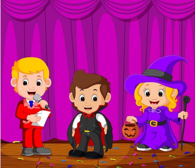 Niños actuando en un escenario