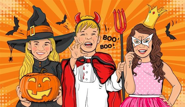 Niños alegres en disfraces de halloween.