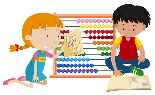 Niños aprendiendo matemáticas con ábaco