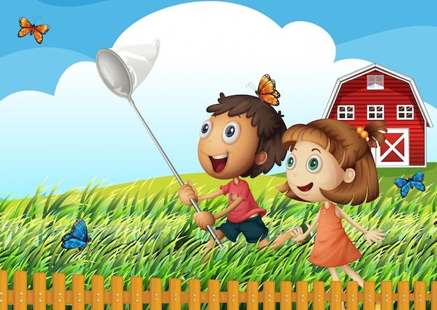 Niños atrapando mariposas en el campo