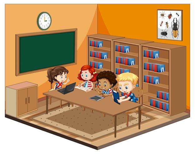 Niños en el aula con muebles.