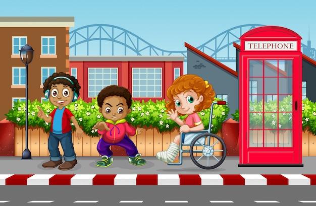 Niños en la ciudad urbana.