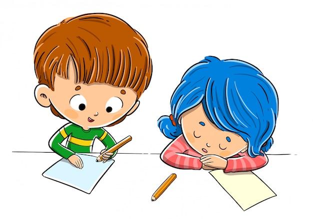 Niños en clase haciendo tarea y cansados