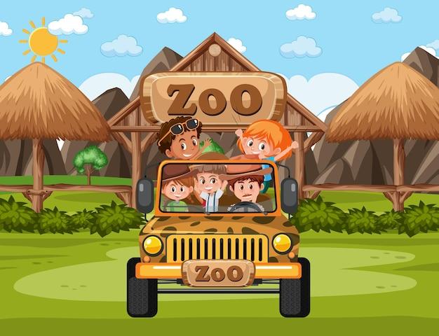 Niños en coche turístico exploran en la escena del zoológico.