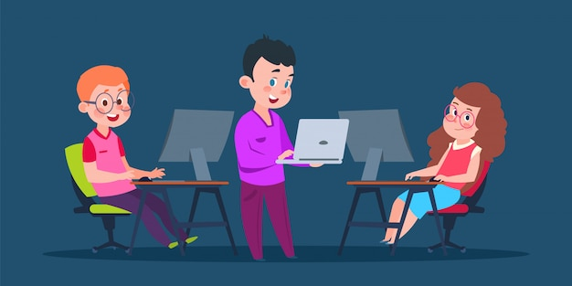 Niños codificando en computadoras. niños de personaje de dibujos animados en ilustración de vector de clase de informática