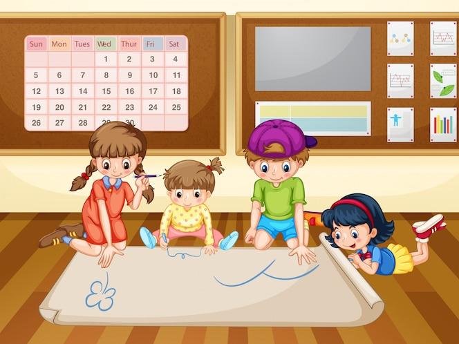 Niños dibujando en papel en el aula