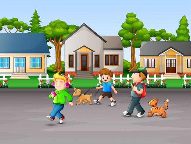 Niños de dibujos animados disfrutan con sus mascotas en casa rural.