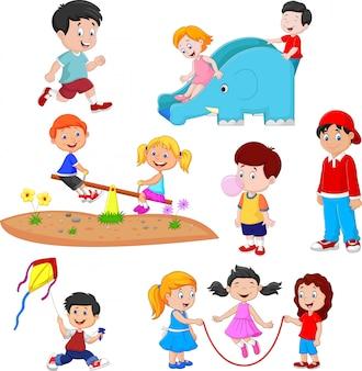 Niños de dibujos animados jugando