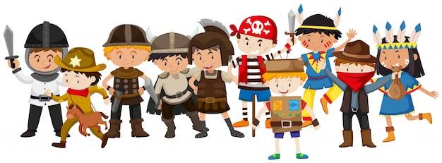 Niños en diferentes disfraces.