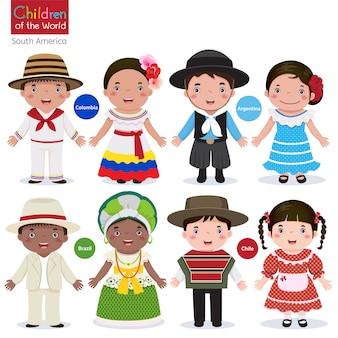Niños con diferentes trajes tradicionales-colombia-argentina-brasil-chile