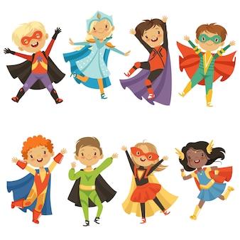 Niños en disfraces de superhéroes. divertidos personajes aislados
