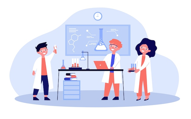 Niños en edad escolar que realizan experimentos químicos en laboratorio