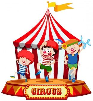 Niños en el escenario de circo