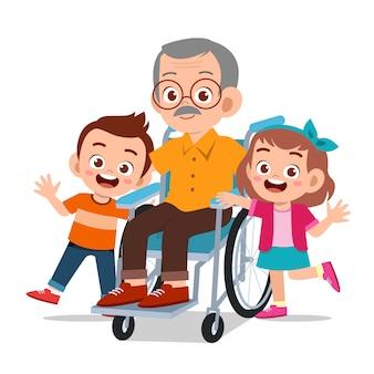 Niños felices con abuelo
