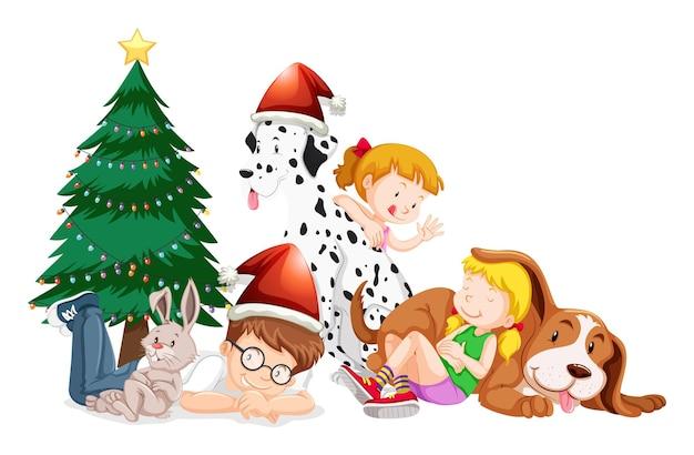 Niños felices y árbol de navidad sobre fondo blanco.